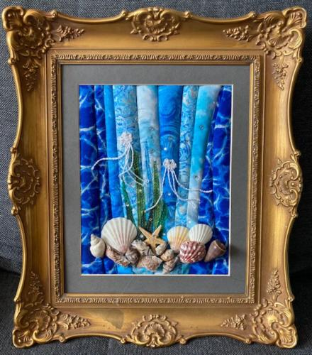 Unterwater Shells in Frame
